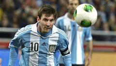 Messi se sejde s malým Afgháncem, který má jeho dres vyrobený z mikroteňáku