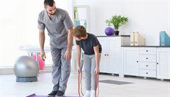 Záda začínají bolet už i školní děti, říká fyzioterapeut