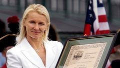 Krejčíková za titul děkovala do nebe legendě Janě Novotné. Spolu trénovaly a pak trávily nejtěžší chvíle