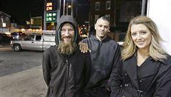 Bezdomovec dal ženě v nouzi své poslední peníze, vybrala pro něj 7,2 milionu na internetu