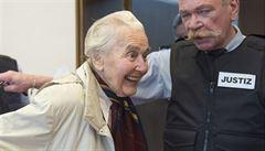 Trest 14 měsíců vězení dostala Němka, která popírala holokaust