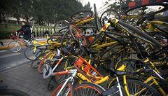 Čína to přehnala se sdílením. Nechtěná kola končí vyhozená na 'hřbitově'