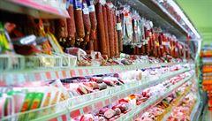Na pultech řetězců by mohlo být povinně české zboží, zvažuje ministr zemědělství