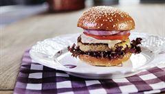 Oběd kancelářských krys: Kde si dát na Vinohradech nejlepší burgery?