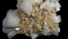Zeptali jsme se vědců: Jak lze rozeznat minerály magnezit a dolomit?