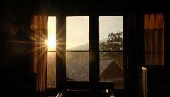 Plzeňští vědci vymysleli chytrá okna, která řídi průchod záření