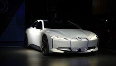 Autosalon v Los Angeles ukazuje nástup elektromobilů i tradiční supersporty