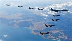 Válka je nevyhnutelná, tvrdí KLDR v reakci na manévry Spojených států