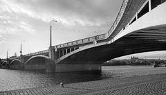 Dva mosty, dvě lávky. Železobetonové konstrukce jsou zranitelnější, než se zdá
