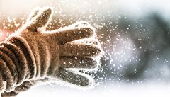 Mocenský symbol i ochranná pomůcka. Kdo vymyslel rukavice?
