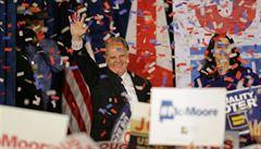 Trumpova podpora nepomohla. V republikánské Alabamě zvítězil demokrat Doug Jones