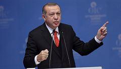 Turecko pokračuje v bojkotu amerického zboží. Prudce zvýšilo dovozní clo na auta, alkohol nebo tabák