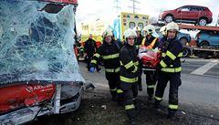 V Praze se srazil autobus MHD s náklaďákem. Zranilo se 9 lidí, z toho tři těžce