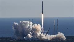 Nákladní loď Dragon dorazila k Mezinárodní vesmírné stanici. Dovezla zásoby
