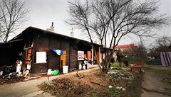 Jak vypadá slavná 'Obecná škola' dnes? Bezdomovci, požáry a potkaní hřbitov