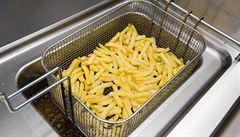 Každá šestá restaurace fritovala v přepáleném tuku, zjistila inspekce