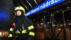 Lidé volali na hlavní nádraží hasiče, jenže se spletli. Nástupištěm projížděla parní lokomotiva