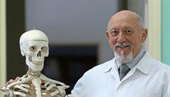 Chirurgie je kolektivní a také umělecké řemeslo, říká ortoped