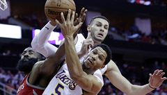 NBA: Basketbalisté Lakers zastavili Hardenův Houston, Miami zdolalo Boston