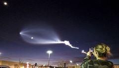 Start rakety Falcon 9 společnosti SpaceX vytvořil na obloze jedinečný úkaz