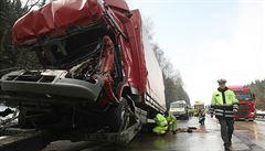 Nehody zkomplikovaly dopravu na silnici E 55 a dálnici D10