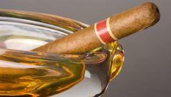 Rekordmanovi pomalého kouření vydržel doutník přes tři hodiny