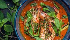 Thajská klasika. Vyzkoušejte červené kari s krevetami podle Kamu