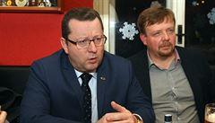 Ministr Staněk popřel, že křtil Grebeníčkovu knihu. Byl to křest, kontruje mluvčí komunistů