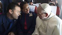 Papež v Chile oddal na palubě letadla letušku a stevarda