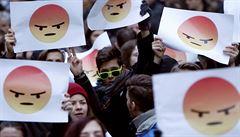Mračoun či mrkající emoji jako součást značky. Australský Queensland povolí SPZ se smajlíky