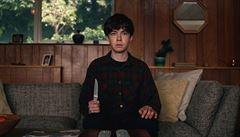 Útěk dvou vyšinutých teenagerů. Nový seriál od Netflixu chválí kritka i diváci