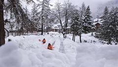Lyžařská střediska pod návaly sněhu. Livigno je již přístupné, Zermatt zatím ne