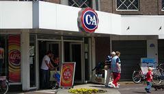 Majitelé módního řetězce C&A údajně plánují prodej firmy do čínských rukou