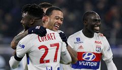 PSG bez Neymara o desíti padl, Lyon proti lídrovi rozhodl v nastavení