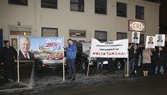 Správní soud zamítl stížnost na Zemanův slogan 'Stop imigrantům a Drahošovi'