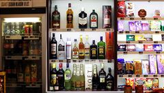 Praha 1 znovu žádá zákaz nočního prodeje alkoholu ve večerkách. Chce omezit pouliční popíjení