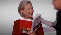 VIDEO: Grammy proti Trumpovi. Clintonová četla na udílení cen z knihy Fire and Fury