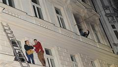 VIDEO: Požár v pražském hotelu má už čtyři oběti. 'Hořela dvě patra. Rozhodovali jsme, koho zachránit'