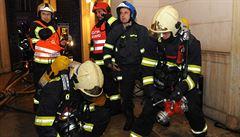 Extrémní, byla tam nulová viditelnost kvůli tmě a kouři, popisuje požár hotelu šéf hasičů