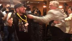 VIDEO: Polozvedák, direkt i mezihra. Bitka v Zemanově štábu pohledem boxera
