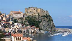 Idylický jih Itálie? Kvůli mafii je stále víc zamořený odpadem