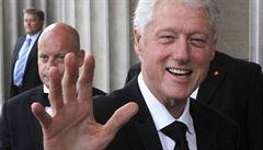 Bývalý prezident Clinton píše thriller o zmizení prezidenta. V přípravě je i seriál