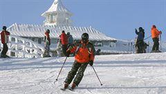 Přes oblevu lyžovaly v Krkonoších a Orlických horách tisíce lidí