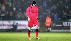 VIDEO: Příšerný kiks Čecha rozhodl o prohře Arsenalu. Wenger: Lepší nemluvit