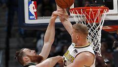 NBA: Vítězství basketbalistů Bostonu v Denveru muselo potvrdit video