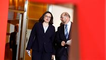 b3659f1cbe5 Bývalý šéf SPD Schulz a nastávající šéfka Nahlesová.