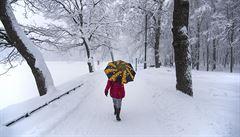 Jedna oběť a zrušené lety. Moskvu sužuje husté sněžení a silný vítr