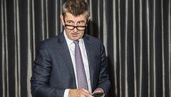 Nejpopulárnějším lídrem české politiky zůstává Babiš, na druhém místě je Bartoš, tvrdí průzkum