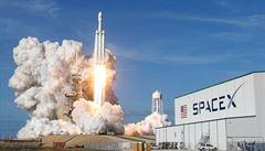 Kritika Falcon Heavy? Muskova raketa je ale mnohem víc než polovina Saturnu V