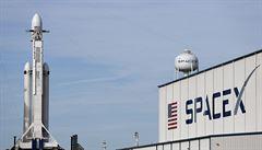 SpaceX kvůli vlnobití přišla o centrální část rakety Falcon Heavy